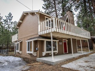 Red Door Cabin~Clean Furnished Two Story~Great Central Location~Fenced Yard~