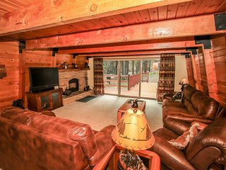 Coyote Canyon Cabin~Sledding Hills On Property~Fireplace~Cozy Living Room~WiFi~