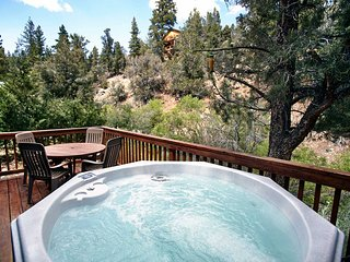 Moon Shadow Cabin~Private Outdoor Spa On Deck~Fireplace~Kitchen~HDTV~, Big Bear City