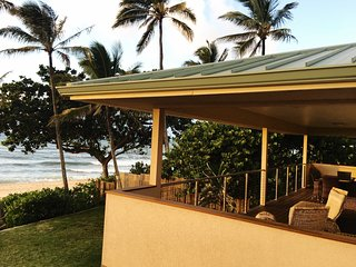 Beachfront at Banzai Pipe|The Pipeline Manor