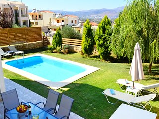 Villa Eleni private pool & seaview,3bedrooms,Wifi,BBQ,close to the beach