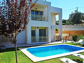 Villa Marileta privat pool& seaview,3 bedrooms,Wifi,BBQ,close to the beach, Tavronitis