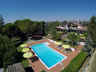 LUXURY APT IN VILLA WITH POOL, VIEW OF ASSISI