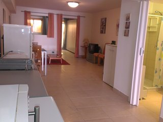 Modern Studio, Beachside location, Free parking, San Pawl il-Baħar (St. Paul's Bay)