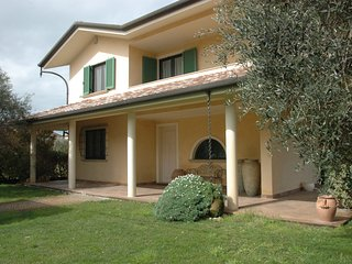 Casa Simo, lovely large house 2,5km from the beach, Torre del Lago Puccini