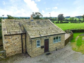 IVY COTTAGE detached cottage, romantic, views, woodburning stove, walks, in Grewelthorpe, Ref 942580