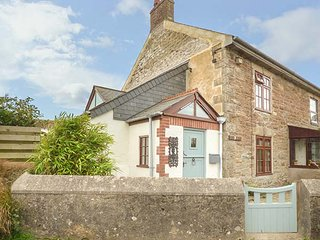 VICTORIA COTTAGE, traditional cornish cottage, pet-friendly, WiFi, Newquay, Ref 943454