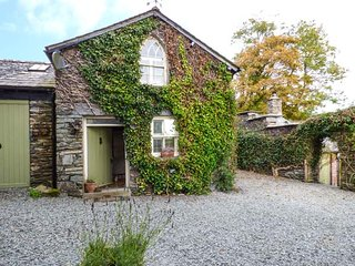 THE COACH HOUSE, upside down layout, gothic features, shared gardens and grounds, Sawrey, Ref 946439, Near Sawrey