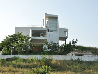 Villa Surrounded by Mountain View, Karjat