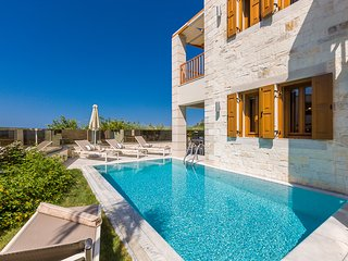 Villa Aphrodite, mythical aura! Heated pool!, Rethymnon
