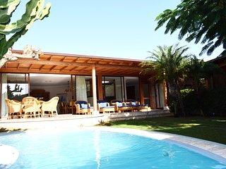 Luxury Villa with private pool., La Playa de Tauro