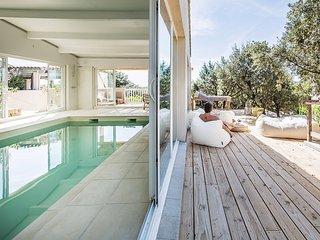 Les Petits Gardons, villa design pour 13 personnes avec piscine interieure