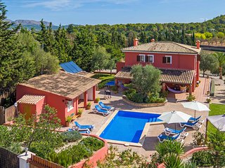 Villa with private pool and Mediterranian gardens