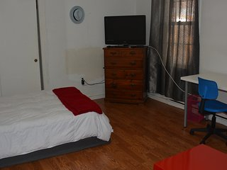 Spacious Private Room Close to T and Boston_1B