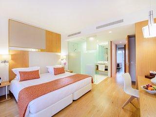 2 bedroom grand deluxe villa in Cascais (Breakfast included)