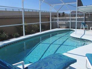3 bdrm pet friendly pool home 4 mi from Disney!, Kissimmee