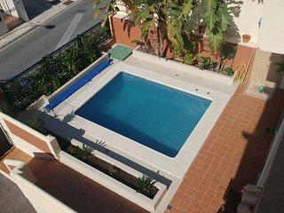 Acogedora casa con piscina, cerca de las playas, El Arroyo de la Miel