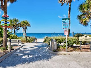BEACHSIDE TOWNHOME 2BR/2.5BA/2 Carport **PETS OK**, Indian Rocks Beach