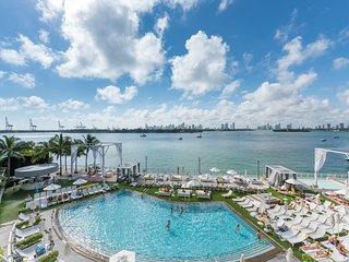 Luxury Bay view balcony Condo Suite, free WiFi, 24 Gym, Spa. 4, Miami Beach