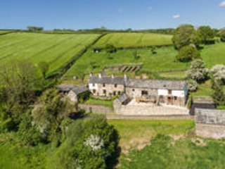 Bartridge Farm Cottage, hot tub  and indoor pool, Umberleigh