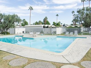 2 BR, 2BA Modern 60s-Style Palm Springs - Hike in the Hills!