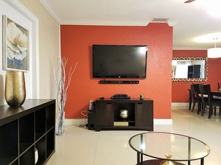 Fully Furnished 2/1 Home w/ Pool & Laundry Room, Miramar