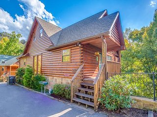 6BR Pigeon Forge Lodge w/ Theater Area. Summer Special from 249!!! Sleeps 18, Sevierville