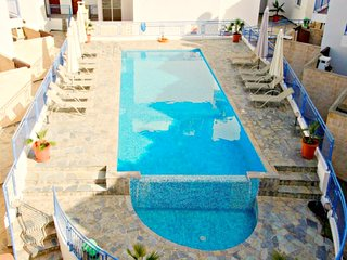 2 Bed House - Stunning Sea views - Communal pool