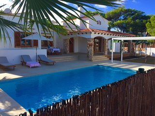 **CASA BELÉM**  Unique family villa in Cala Blanca