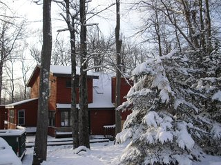 Poconos Chalet Vacation Best Deal in Poconos No fee or taxes Over 200 five star