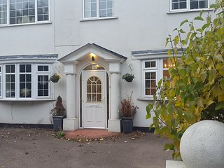 5 bedroom Period Villa in London. Great for Groups
