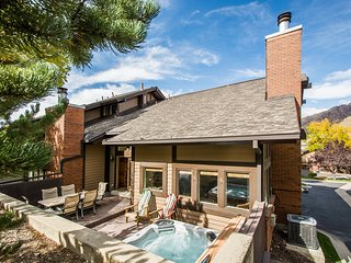 Canyon Retreat Spacious, 4 bd 4 bth Cottonwood condo NEW $15K HOT TUB, Cottonwood Heights