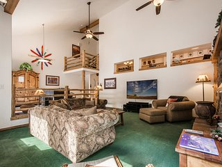 Canyon Retreat Spacious, 4 bd 4 bth Cottonwood condo NEW $15K HOT TUB