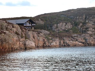 Wunderfull cottage by the sea.  Austefjordtunet 12