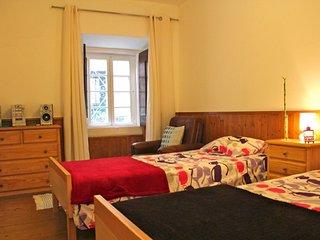 Red Mustard apartment in Bairro Alto with WiFi.