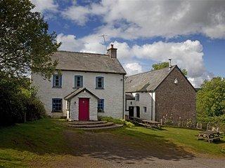 Llwynin Farmhouse & Barn, Sennybridge