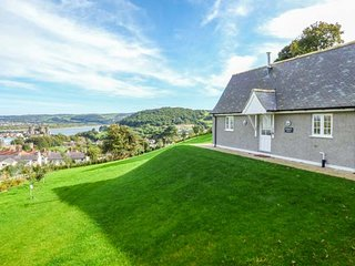 BRONWEN LODGE en-suite, woodburner, stunning views, WiFi, Conwy, Ref 938836