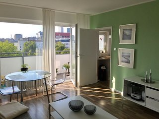 Spacious KaDeWe View apartment in Schoneberg with WiFi, balcony & lift.