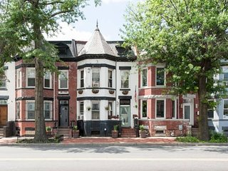 Entire DC Rowhome with 2 Separate Condos with 4BR/2BA plus loft and 2 Kitchens!