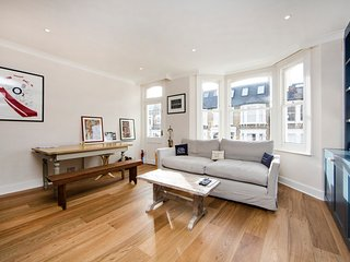 Modern and bright one bedroom apartment perfectly located in the heart of Fulham., Londres