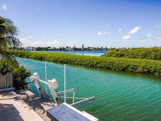 Waterfront w/30-ft dock w/ access to Cabana Club shared pool!