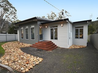 Hemley House in the heart of Halls Gap