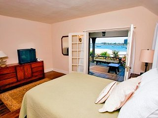 2 Bedrooms, 2 Bathrooms, South Mission Beach