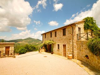 Large country villa with pool and stunning views., Fontignano