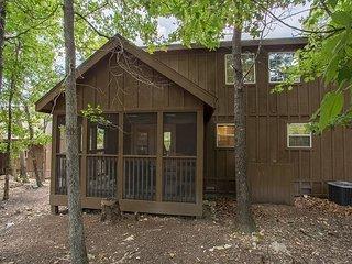 Black Bear Lodge-Pet Friendly 1 bedroom lodge at Stonebridge Resort