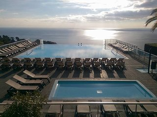 Apartment -Studio 4/5 pax large terrace, parking, sea view, WI-FI, swimming-pool, Cap D'Ail