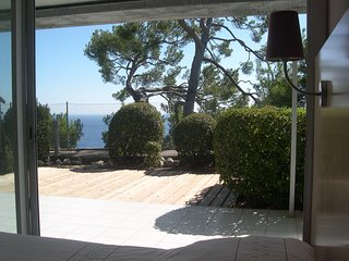 Apartment 4/5 pax, large terrace, sea view, WI-FI, parking, swimming-pool, Cap d'Ail