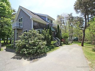LOVELY, WELL MAINTAINED HOME CENTRALLY LOCATED BETWEEN KATAMA AND EDGARTOWN, Edgartown