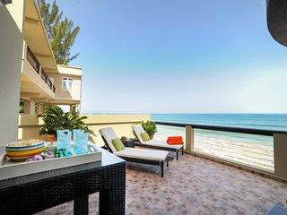 ★ Beachfront Dream ★ All New & Amenities Galore., Rincon