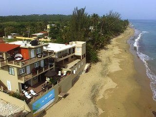 ★⚓★ Sandy Beachfront Home ★⚓★ TikiBar/AC/Kitchen/SUP/Laundry/WiFi/Gated Parking.